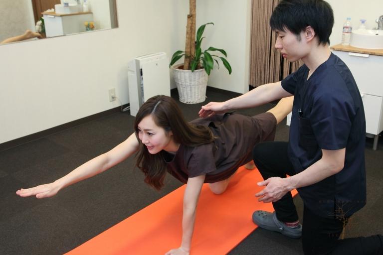 寺澤おすすめの体幹トレーニング「ニートゥーエルボー」