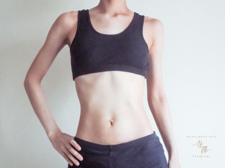 背筋をピンと伸ばすことを意識
